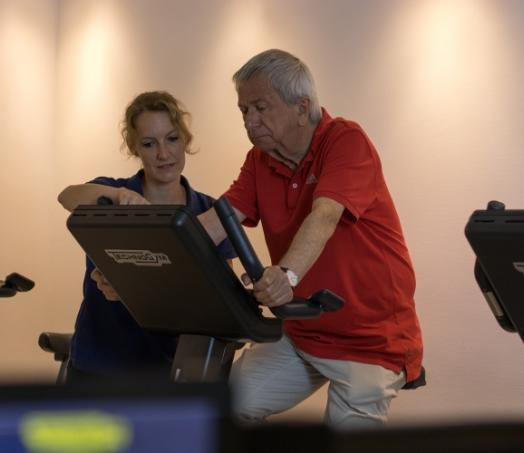 Patient bei einer Fitnessübung